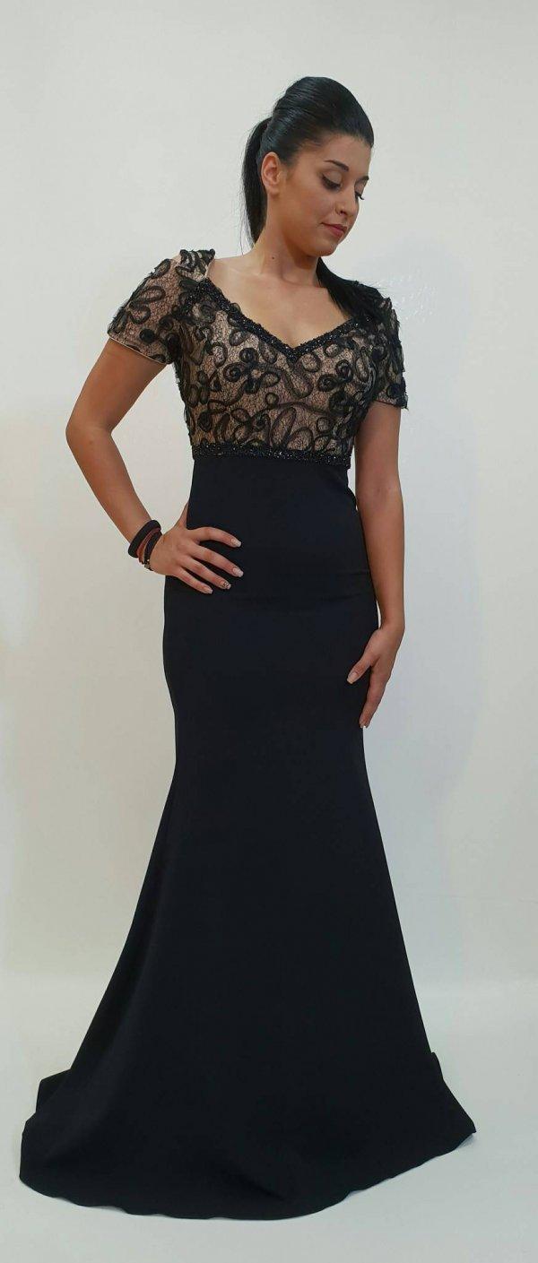 Φόρεμα στενό με δαντέλα στο μπούστο - For ever Chania Clothing ... 27860fa192e