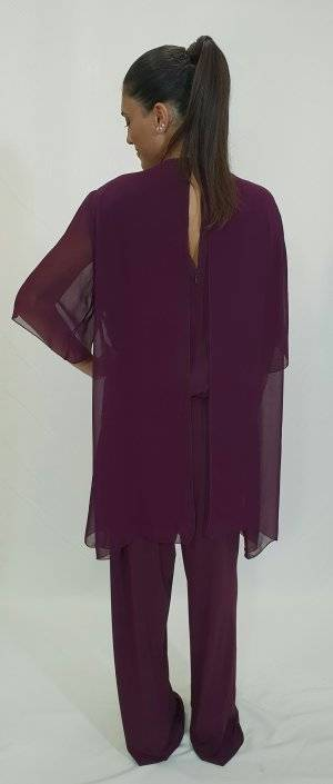 Ολόσωμη φόρμα με σχέδιο στο λαιμό