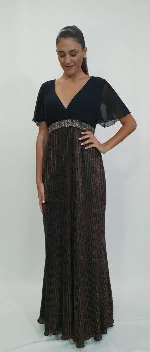 Φόρεμα με εντυπωσιακή φούστα