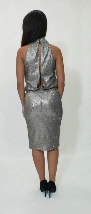 Φόρεμα παγέτα με παρτούς ώμους