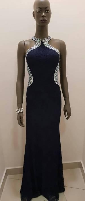 Φόρεμα δαντέλα με παρτούς ώμους με στρας 8fa28b2b76f