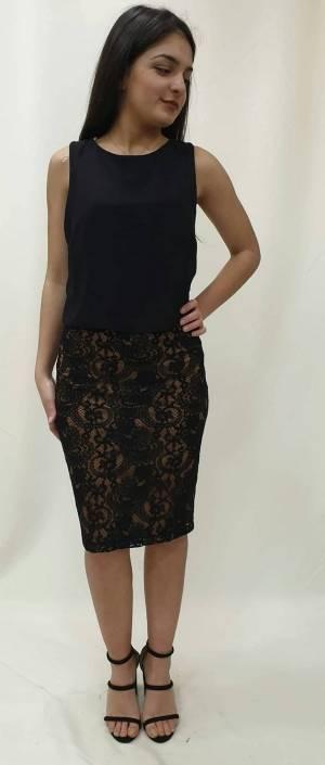 Φόρεμα κοντό με δαντελωτή φούστα