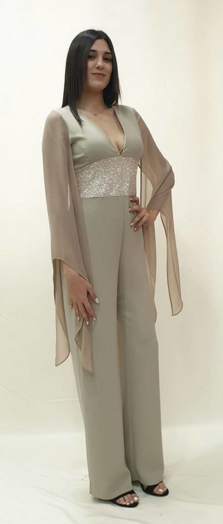 Ολόσωμη φόρμα με εντυπωσιακό μανίκι