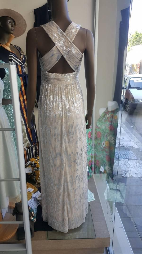 Φόρεμα μακρύ με εντυπωσιακή πλάτη