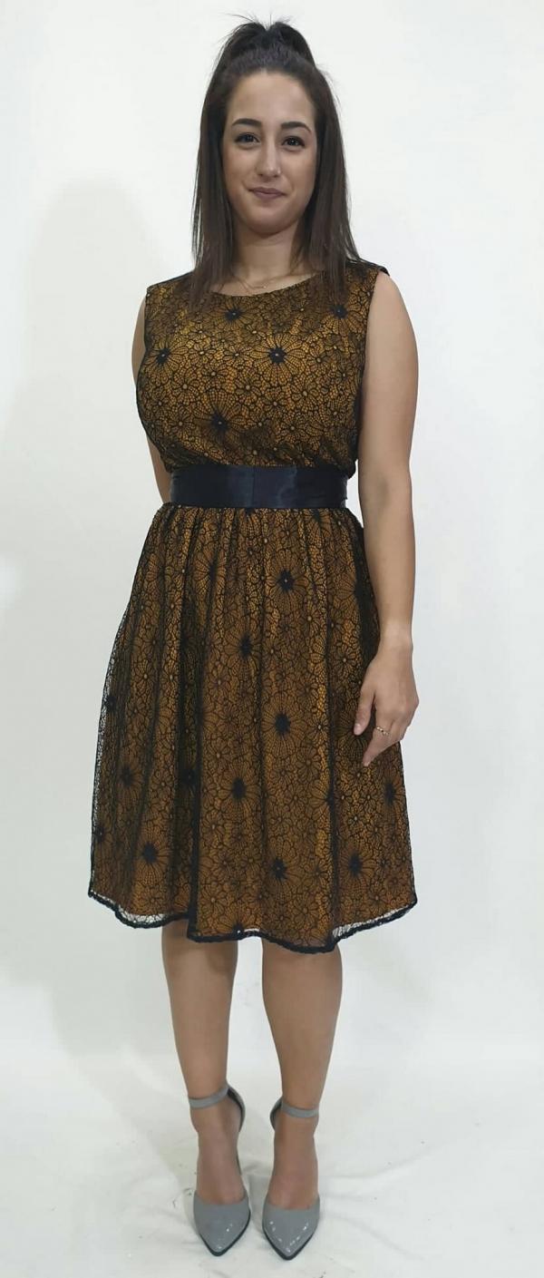 Φόρεμα δαντέλα με ζώνη